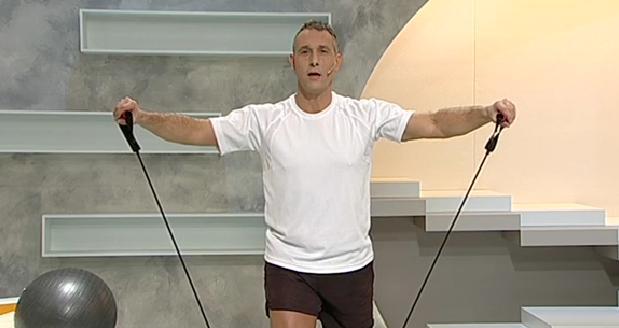 ¿Cómo fortalecer los hombros? Haz estos ejercicios y los fortalecerás
