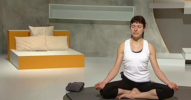 Ejercicios de yoga para adelgazar en casa  ¡Empieza hoy las clases! 7092802fb85b