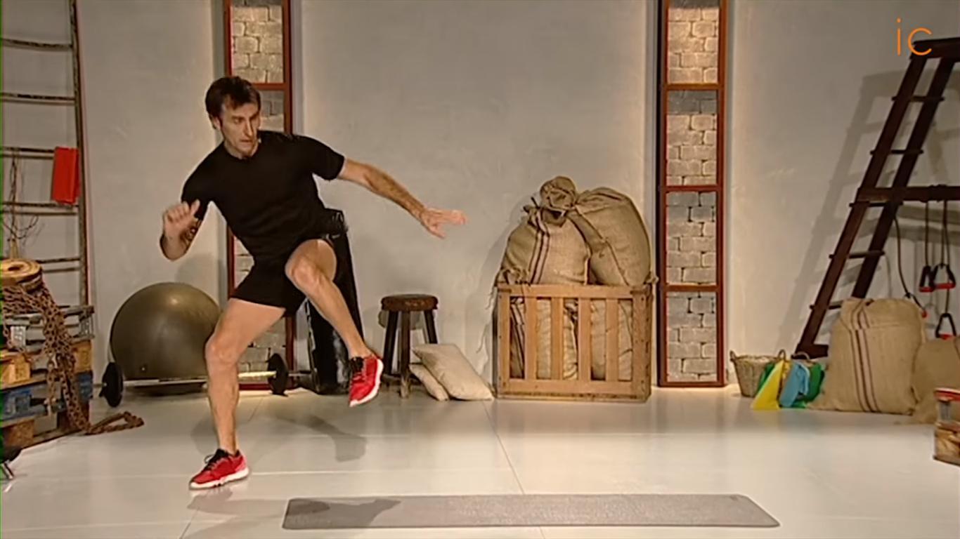 Francesco Taddei haciendo ejercicios de alta intensidad HIIT