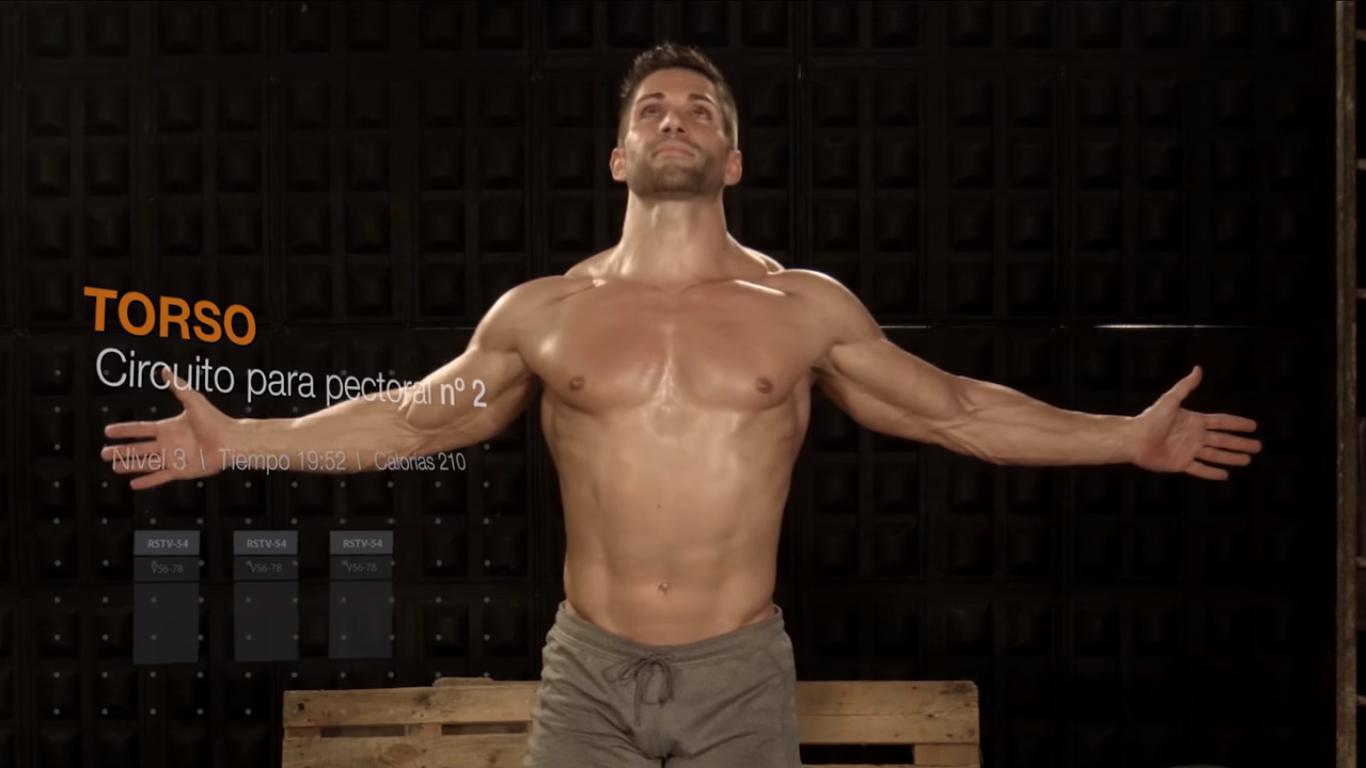 Jonathan Bueno monitor de cuerpo perfecto cogiendo fuerzas