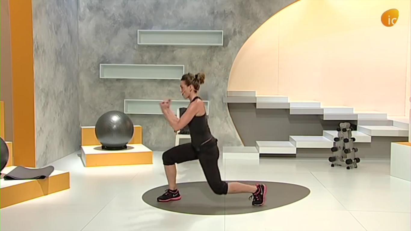 Laura Navajas monitora de sala TBC haciendo ejercicios fullbody