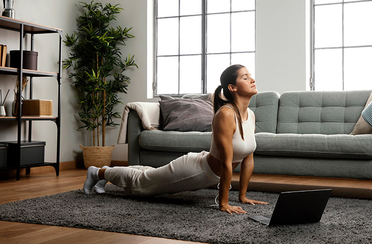 Estiramientos para relajarse en casa