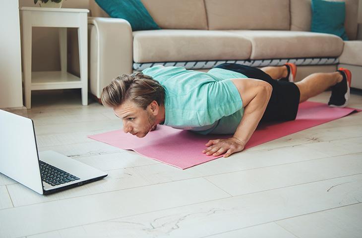 Top 10 ejercicios básicos para entrenar en casa