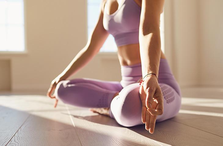 posturas de yoga para despertar