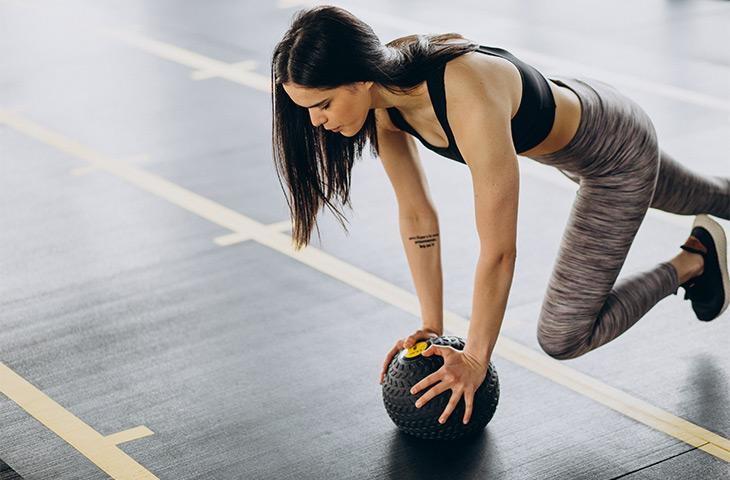 Descubre los mejores ejercicios para piernas desde casa